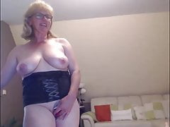 Sexy mature playing for webcam