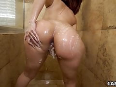Bombastic Valentina Jewels spreads legs for hard pounding